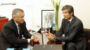 Jean-Marie Messier and Erik Maris, the founders of the investment bank Messier Maris et Associés, are approached by the Italian Mediobanca.
