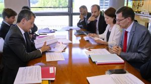 Alexandre Gardette (on the right in the photo), during a meeting with in particular Gérald Darmanin, the Minister of Action and Public Accounts (on the left).